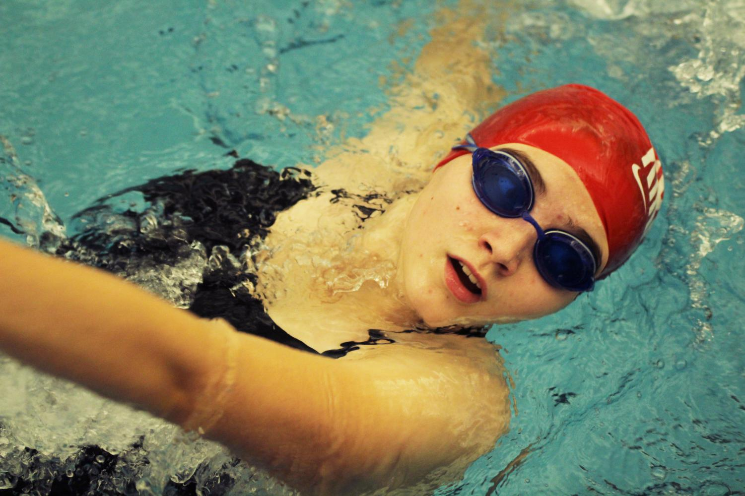 Swimming+backstroke%2C+Samantha+Roth%2C+sophomore%2C+competes+at+the+swim+meet+against+Marquette+Dec.+11.+